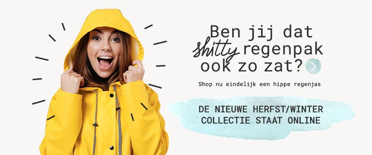 meisje-in-gele-regenjas-blij-nieuw